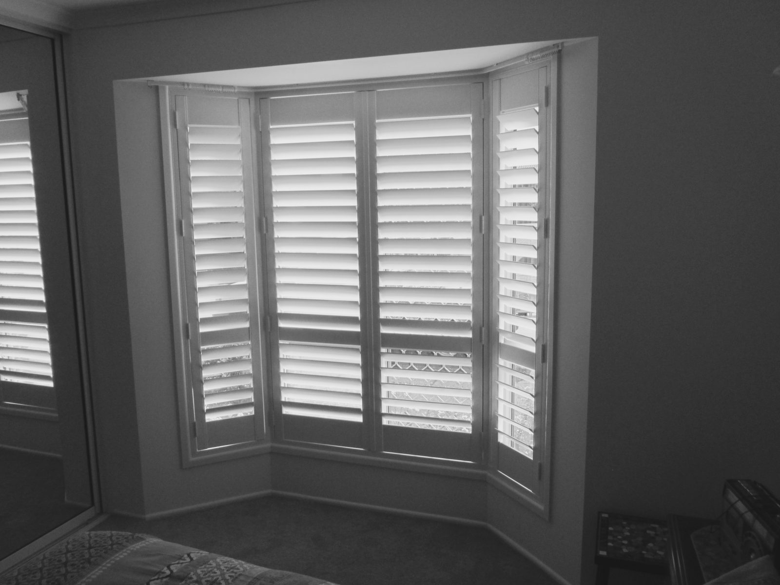 indoor wood composite with window interior shutters for blackout sizing x decor versus blinds plantation