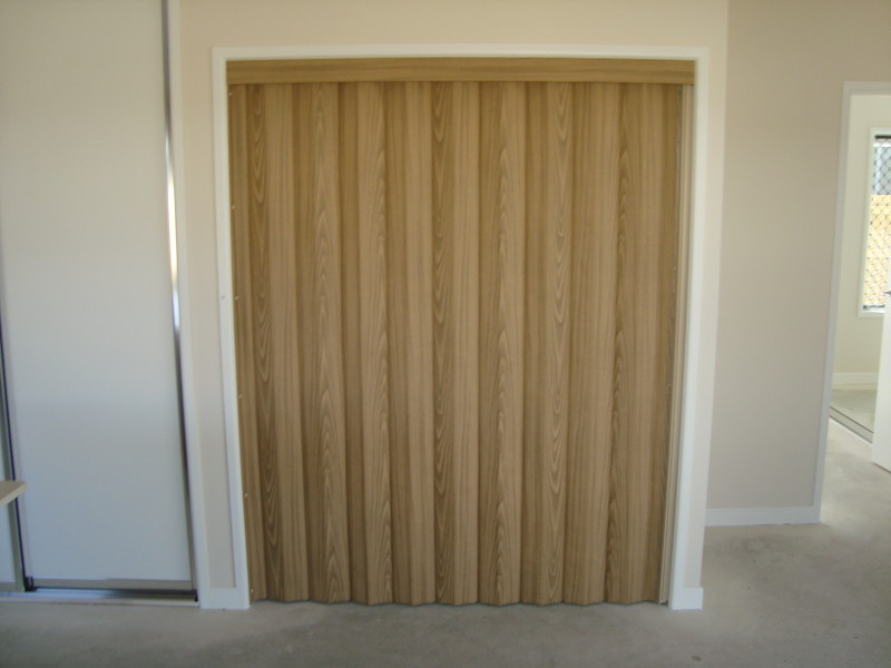 Charmant Vinyl Folding Concertina Door